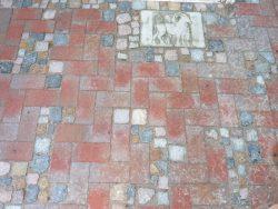 Bockhorner Pflasterklinker mit bunten gebrauchten Granitkleinpflaster aufgelockert
