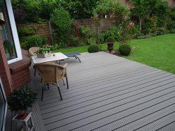 Holzterrasse aus WPC-Dielen (Kunststoff-Holz)- Megawood - Riffelbohlen - Farbe: basalt-grau