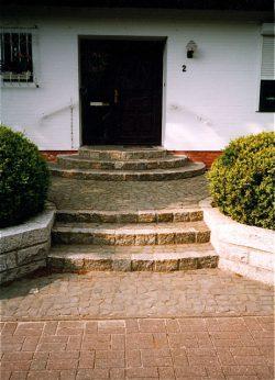 Stufen aus Granitreihenpflaster