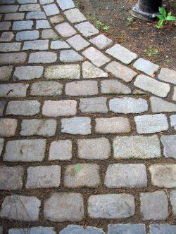buntes gebrauchtes Granitreihenpflaster